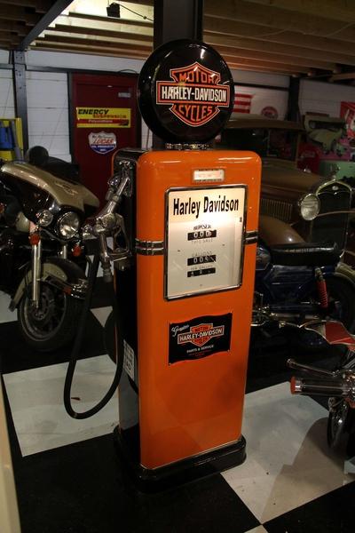 1940s Bowser 585 Harley Davidson Benzinepomp