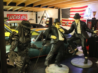 life size Blues brothers statue